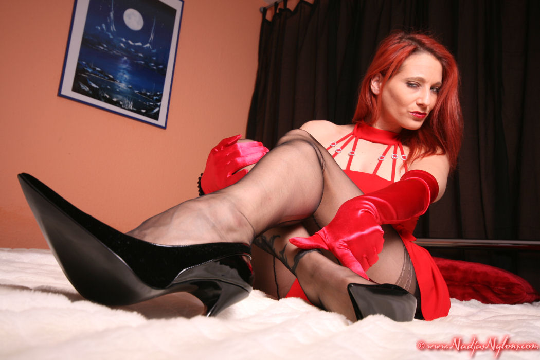A footjob with nylons and heels on 7